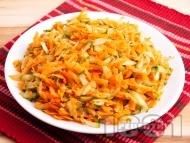 Рецепта Лесна салата с моркови и краставици